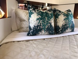 Oceanis 38.1 Pillows