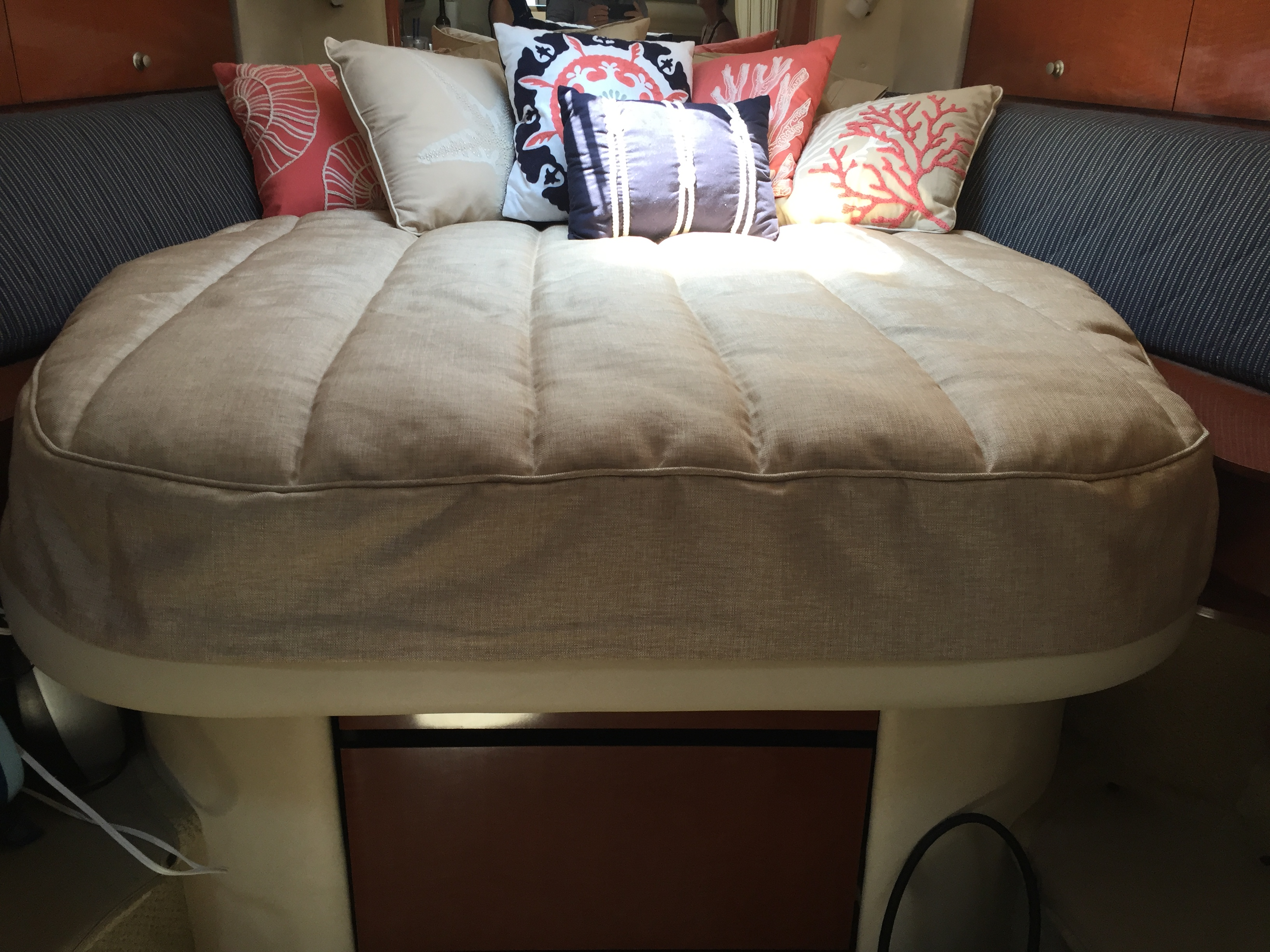Sea Ray 320 Sundancer Bedding