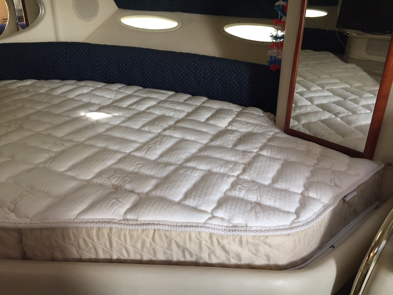 Sea Ray 310 Sundancer Mattress