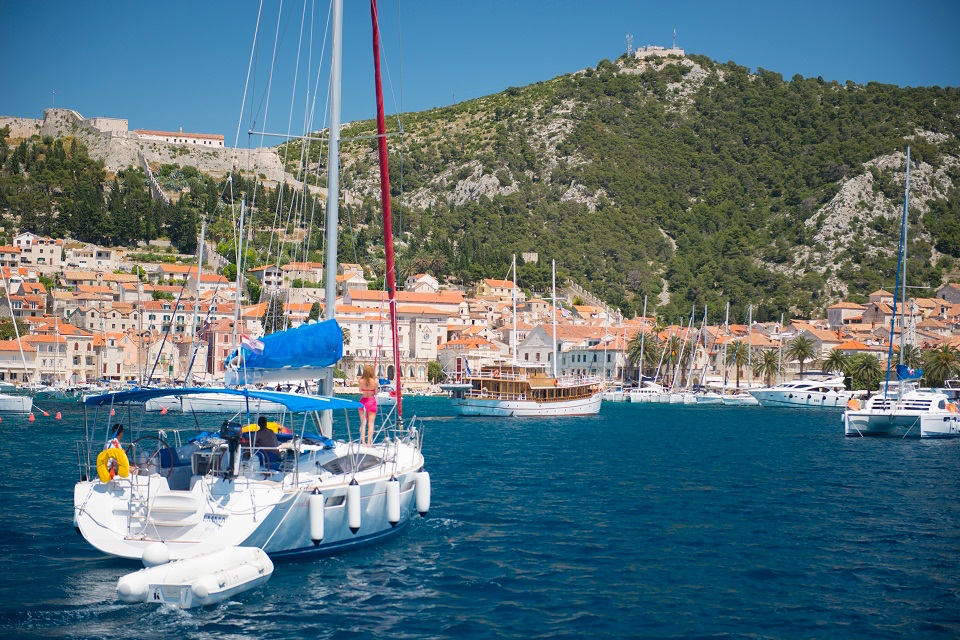 CATAMRAN vs MONOHULL: Which one is for you?