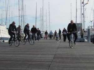 Slow bicycle race