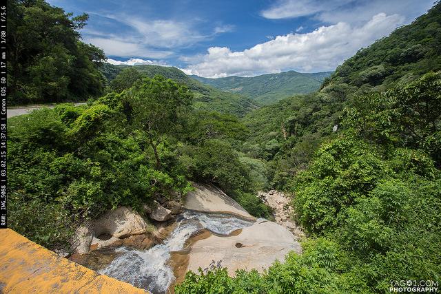 Bolivia_Yungas_Road_16313305159_fb19bba31d_z
