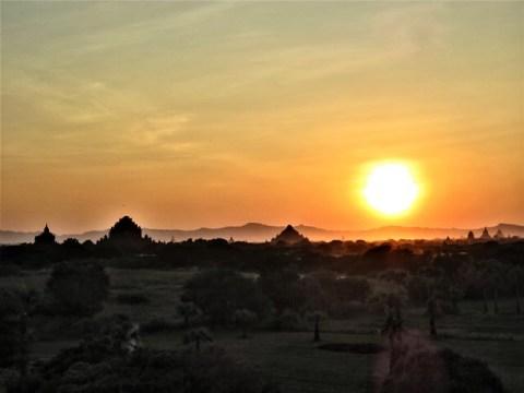 Myanmar Bagan coucher de soleil temple 446