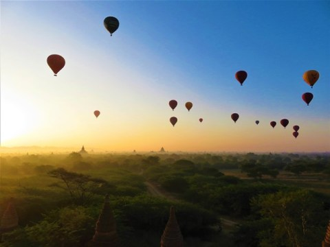 Myanmar Bagan lever de soleil montgolfières