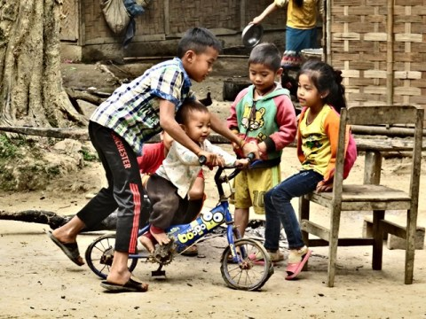 Laos Muang Ngoi village Huay Sen