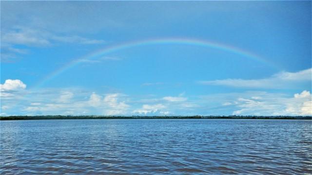 Pérou Amazonie arc-en-ciel dauphins