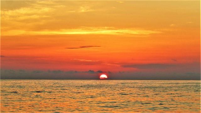 Galapagos ile Floreana lever de soleil