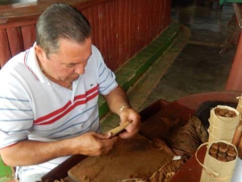 Cuba Vinales ferme cigare