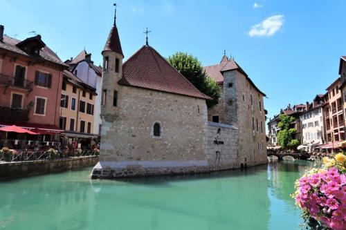 Annecy vieille ville prison