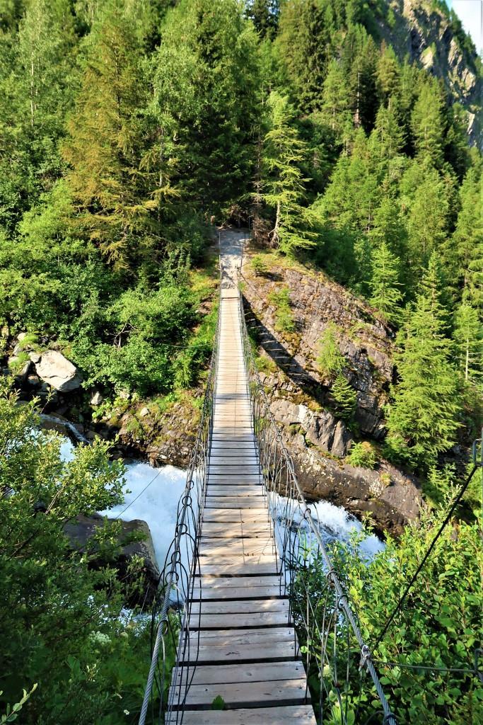 Trek du Tour du Mont Blanc pont suspendu
