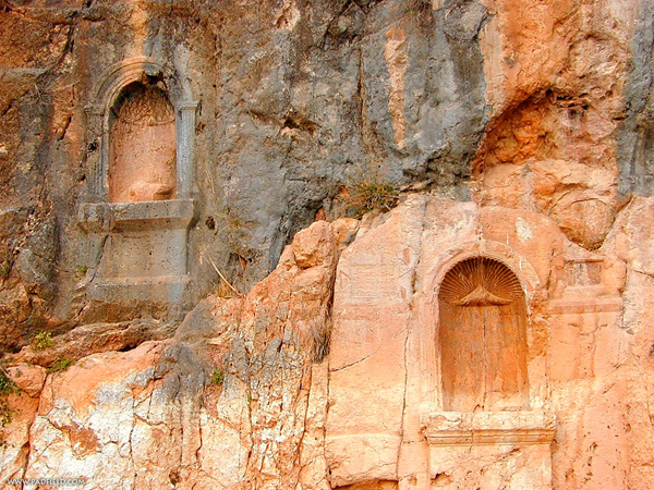 The rock-cut niches hanging over the Court of Pan and the Nymphs held inscriptions and votive statues.
