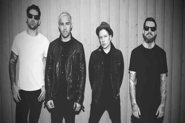 CHORDS: Fall Out Boy – Hold Me Tight or Don't Chord Progression on Piano, Guitar, Ukulele and Keyboard…