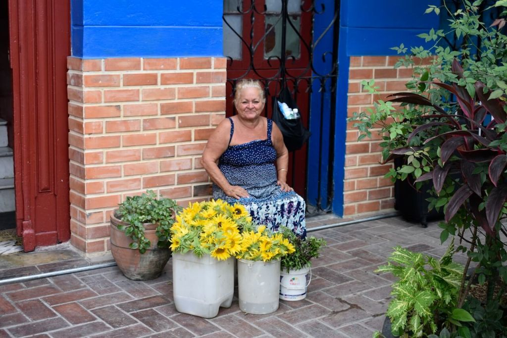 Cuban Woman selling Sunflowers in Havana (1)
