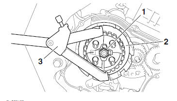 Yamaha YZF-R125 Service Manual: Removing the clutch