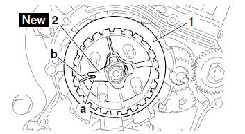Yamaha YZF-R125 Service Manual: Installing the clutch