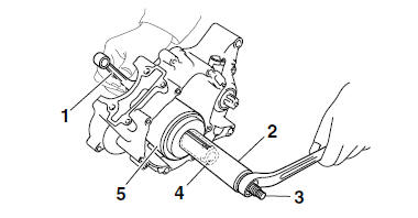 Yamaha YZF-R125 Service Manual: Installing the crankshaft