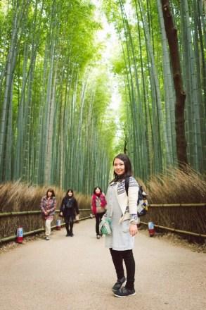 竹林的通道比較窄,很難照不到別人。