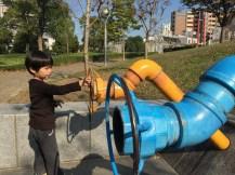這公園裡面遍佈了好多傳聲筒,你根本不知道對方在哪,卻可以通話,好好玩!(香港的能用就要偷笑的)