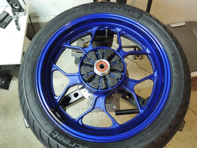 How to remove the rear wheel from the Yamaha R3