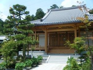 本堂は平成26年に建立され、一般の方でも葬儀などご利用できます