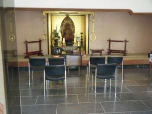 管理棟の中には仏像が安置されており、法要もしていただけます