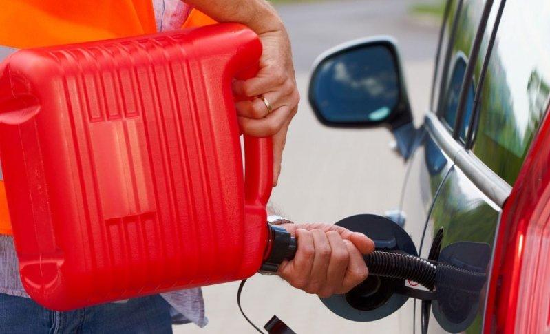 ¿Me pueden multar por quedarme sin gasolina?