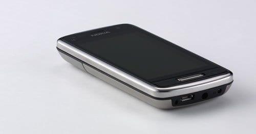Review : Nokia C6-01