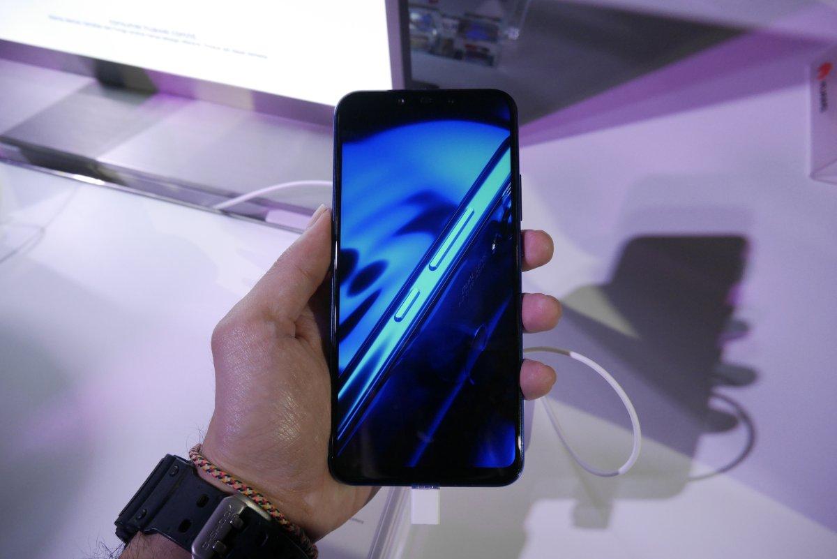 Hands On Huawei Nova 3i Smartphone Dengan 4 Kamera Ai Dan Harga Irish Purple 4gb 128gb Free Bluetooth Earphone Layar Juga Sangat Menawan Tampilan Di Layarnya Terlihat Tajam Resolusi Full Hd 2340 X 1080 Pixel Warna Baik