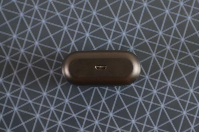 Review Plantronics Backbeat Pro 5100: Earbuds Nirkabel dengan Kemampuan Isolasi Suara Jempolan 4