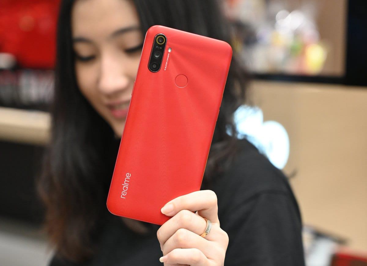 Realme C3 merah belakang