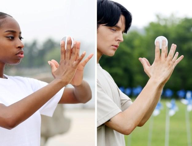 ridm_portable_bca_device_02 The Futuristic Palm-sized Sensor that can Analyze your Body Fat Percentage Design Random Technology