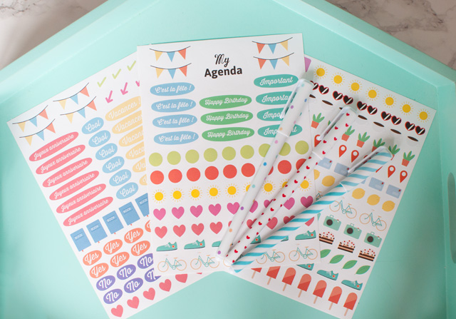 Un agenda semainier super pratique, et accompagné d'autocollants colorés!