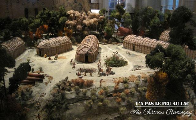 Une maquette de village iroquois au Château Ramezay de Montréal