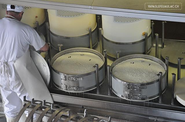 Fabrication du Gruyere suisse - Visite d'une Fromagerie (2)