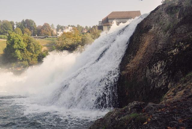 les-chutes-du-rhin-en-suisse-bon-plan