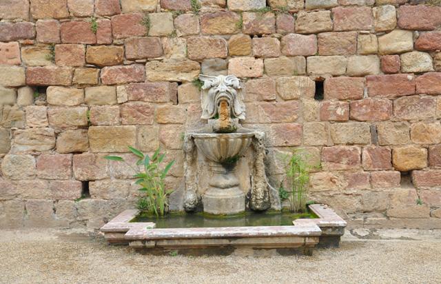 Abbaye de Fontfroide fontaine