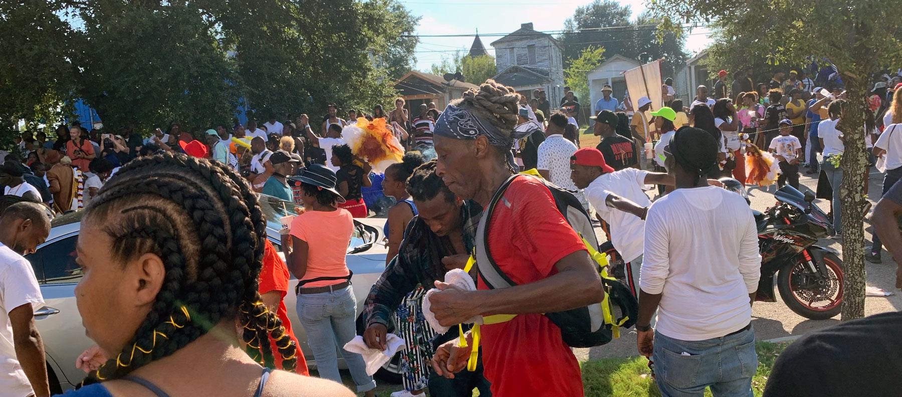 Master PやJuvenileの故郷で体験した衝撃のニューオリンズ・セカンド・ライン・パレード!