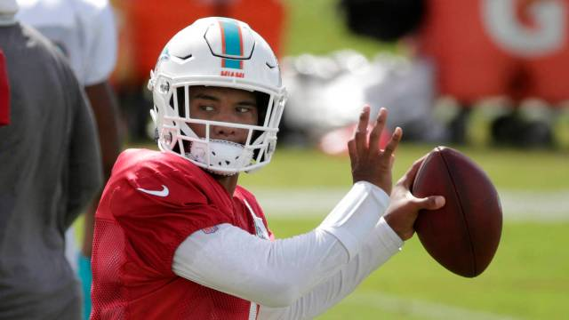 If Tua Tagovailoa is healthy, why isn't he the Dolphins' starting QB? |  Yardbarker