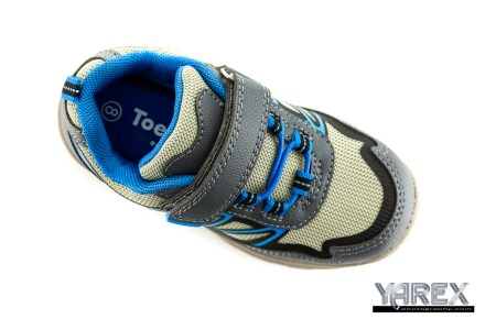 Product photography of a running shoe in Bangkok, Thailand