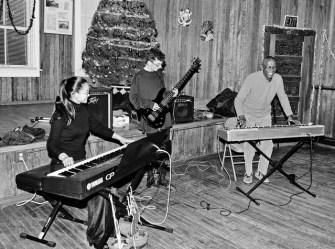 """Yuko Mabuchi, Ilai Gilbert and Billy Mitchell perform """"Route 66"""""""