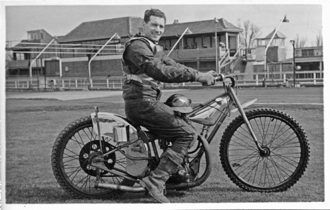 yarmouth-speedway-rider-reg-morgan-in-1950