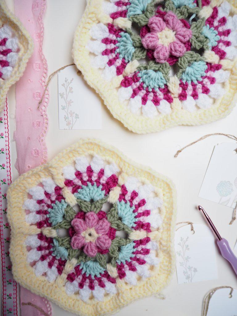 Fridas Flowers Blanket CAL, Häkeldecke in Arbeit, Einzelteile häkeln