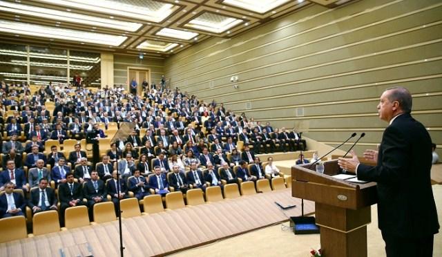 """Cumhurbaşkanı Recep Tayyip Erdoğan, Cumhurbaşkanlığı Külliyesi'nde, """"Uluslararası Yatırımcılarla Yüksek Düzeyli Ekonomi Toplantısı""""nda konuştu.  ( Kayhan Özer - Anadolu Ajansı )"""