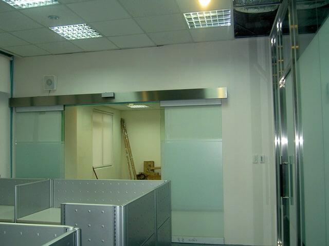 辦公室裝潢-唱片公司裝潢自動門