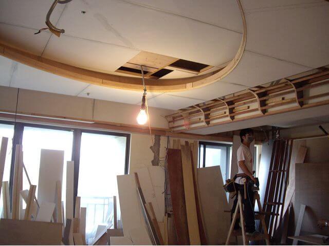 木工裝潢-利用十字軌道裝修完成橢圓形天花板