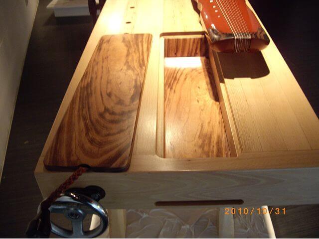 業餘木工藝術家-古琴和她的桌