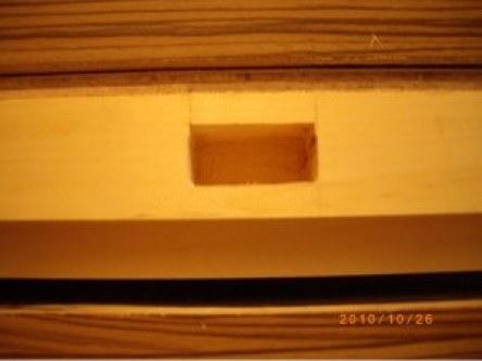 止方榫使用木工雕刻機先打出雛型再以鑿刀修鑿