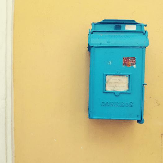 Viajar a Cuba: buzón de Correos en La Habana