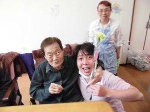 20150512-1月に生まれた管理者の赤ちゃんと利用者様との写真を掲載致します☆4