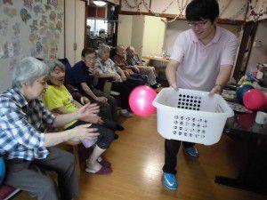 20150714ボールを使った体操やゲームの写真を掲載致します☆5
